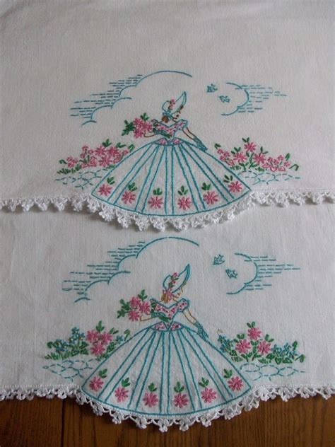 BEAUTIFUL PAIR OF VINTAGE PILLOWCASES ~ HAND EMBROIDERED
