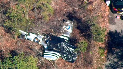 Small Plane Crashes on Long Island, Killing Two - The New