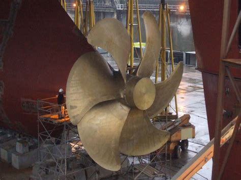 PHOTOS: Loading the World's Largest Containership Propeller