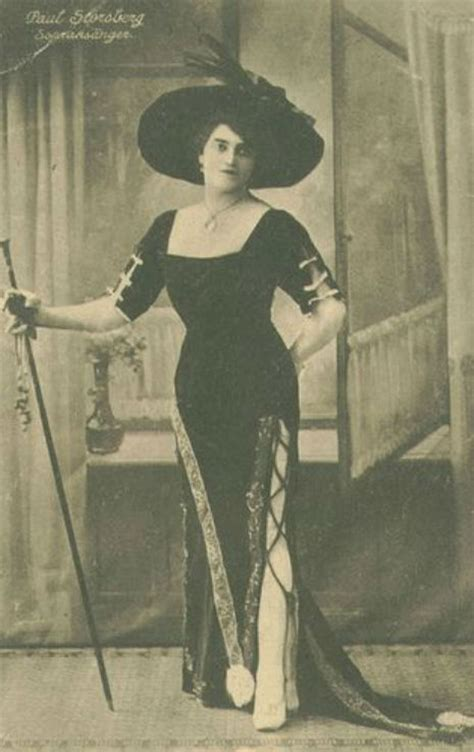 """Rare Photos of """"Drag Queens"""" from the 1800s and the 1900s"""