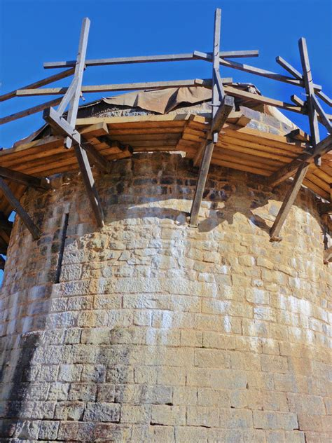 How to scaffold a tower medieval style   Photo
